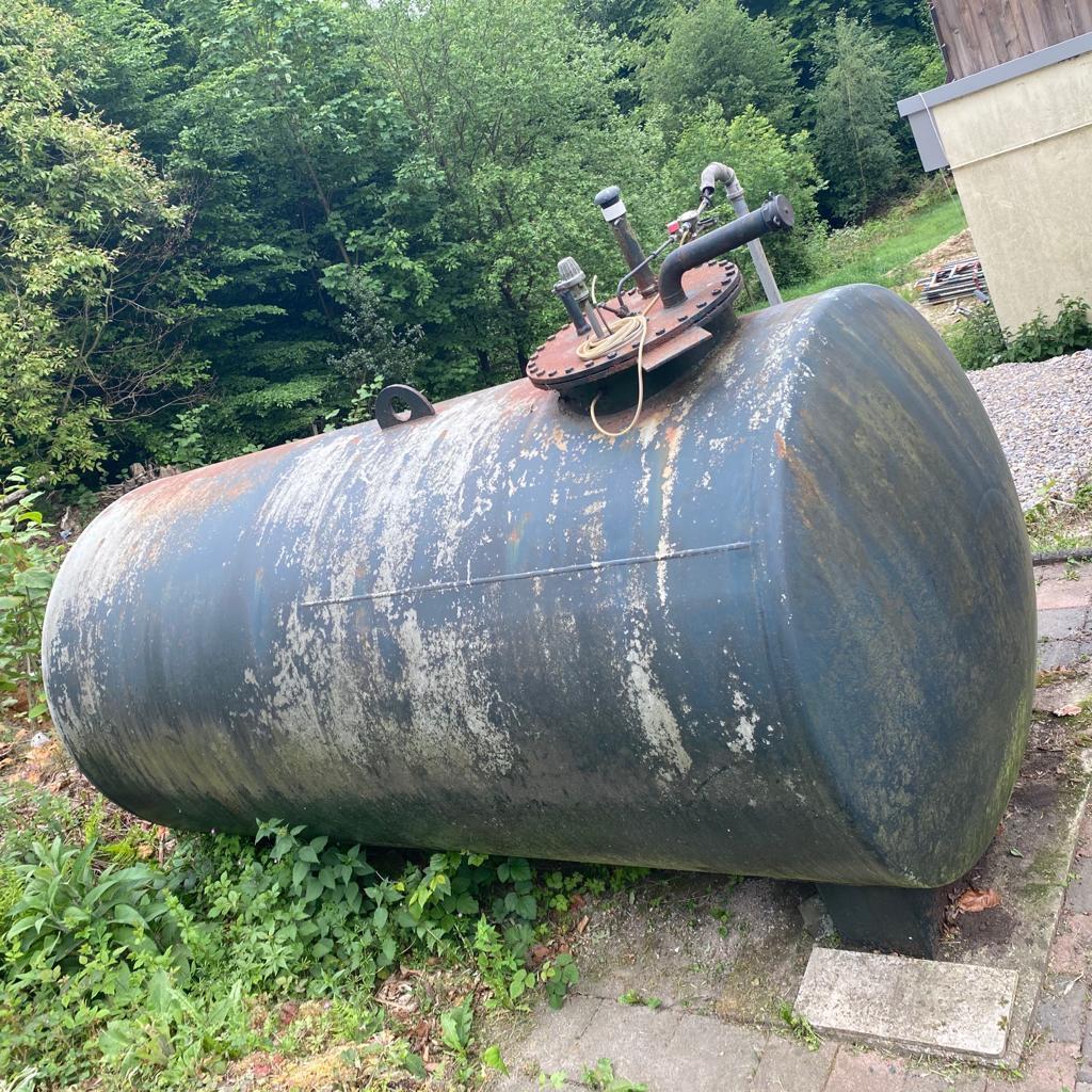7500-Aussen-Zylinder-Heizöltank+Innenhülle-vorher